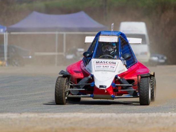 Autocross za volantem nadupané závodní buginy